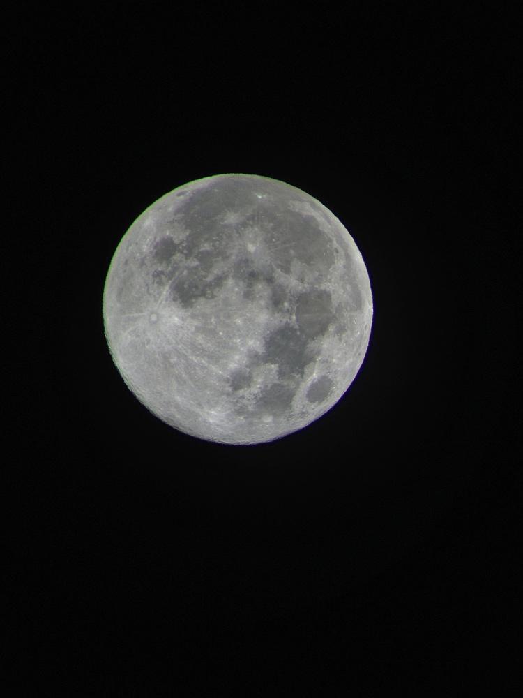 Blue Moon Wows Skywatchers