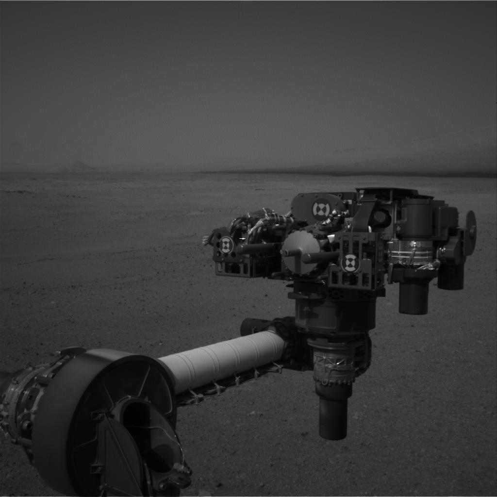 Mars Rover Curiosity Flexes Robotic Arm for 1st Time