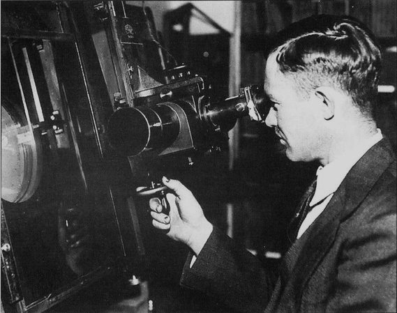 clyde tombaugh Clyde tombaugh is not only known as the discoverer of pluto he is also credited with the discovery of some other objects possibly even of an extra-terrestrial origin can this esteemed astronomer really have discovered a mysterious satellite.