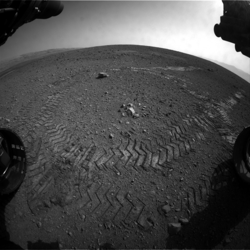 Curiosity Rover's Historic First Tracks on Mars (Photo)