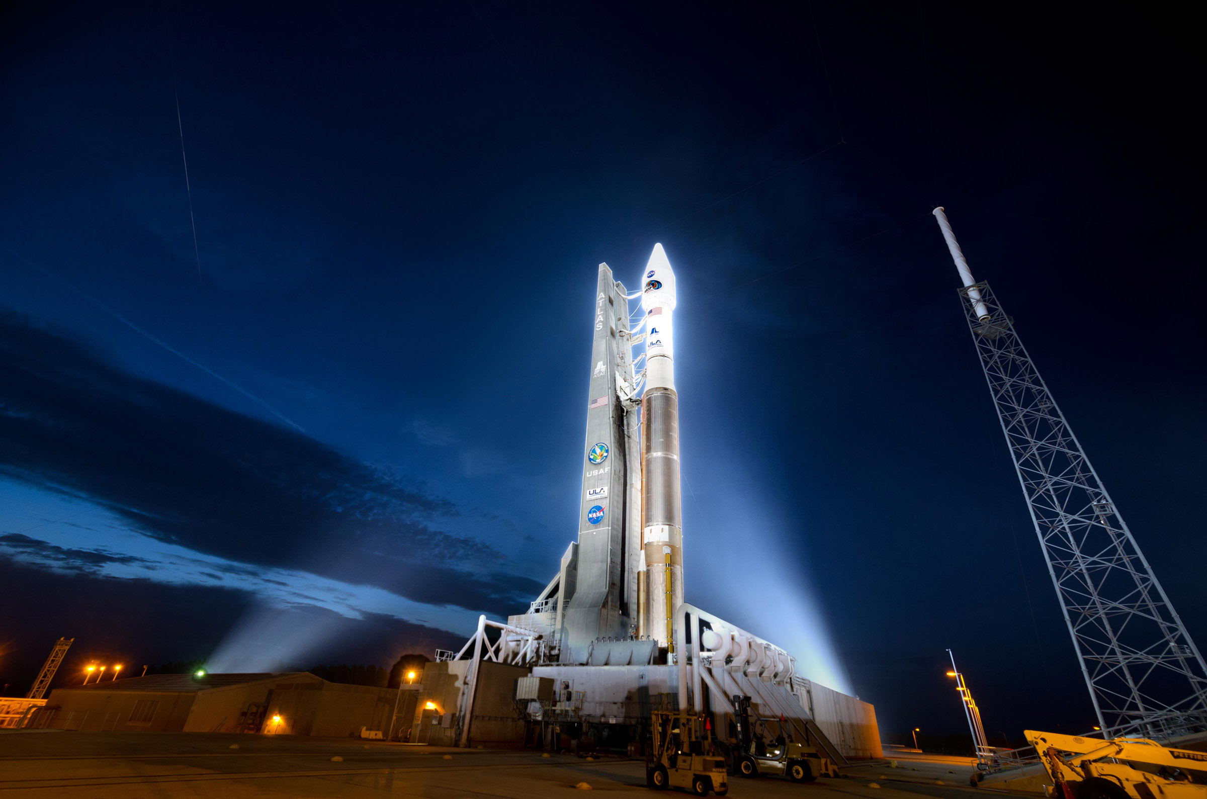 Atlas 5 Rocket Carrying Radiation Belt Storm Probes