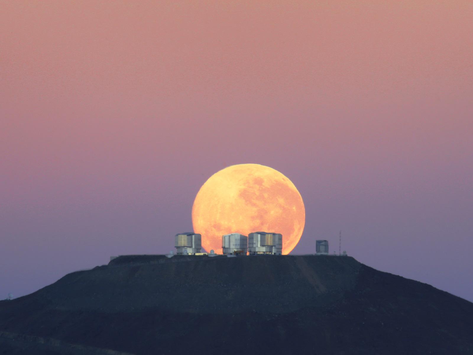 Dramatic Moonset on Cerro Paranal