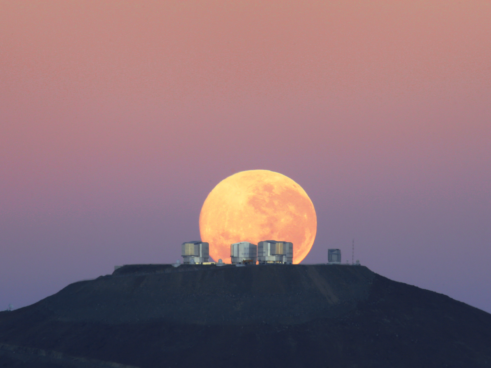 Dramatic Moonset on Cerro Paranal Space Wallpaper
