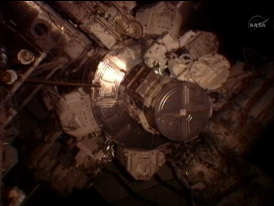 Spacewalking Astronauts Fix Up Space Station (Photos)
