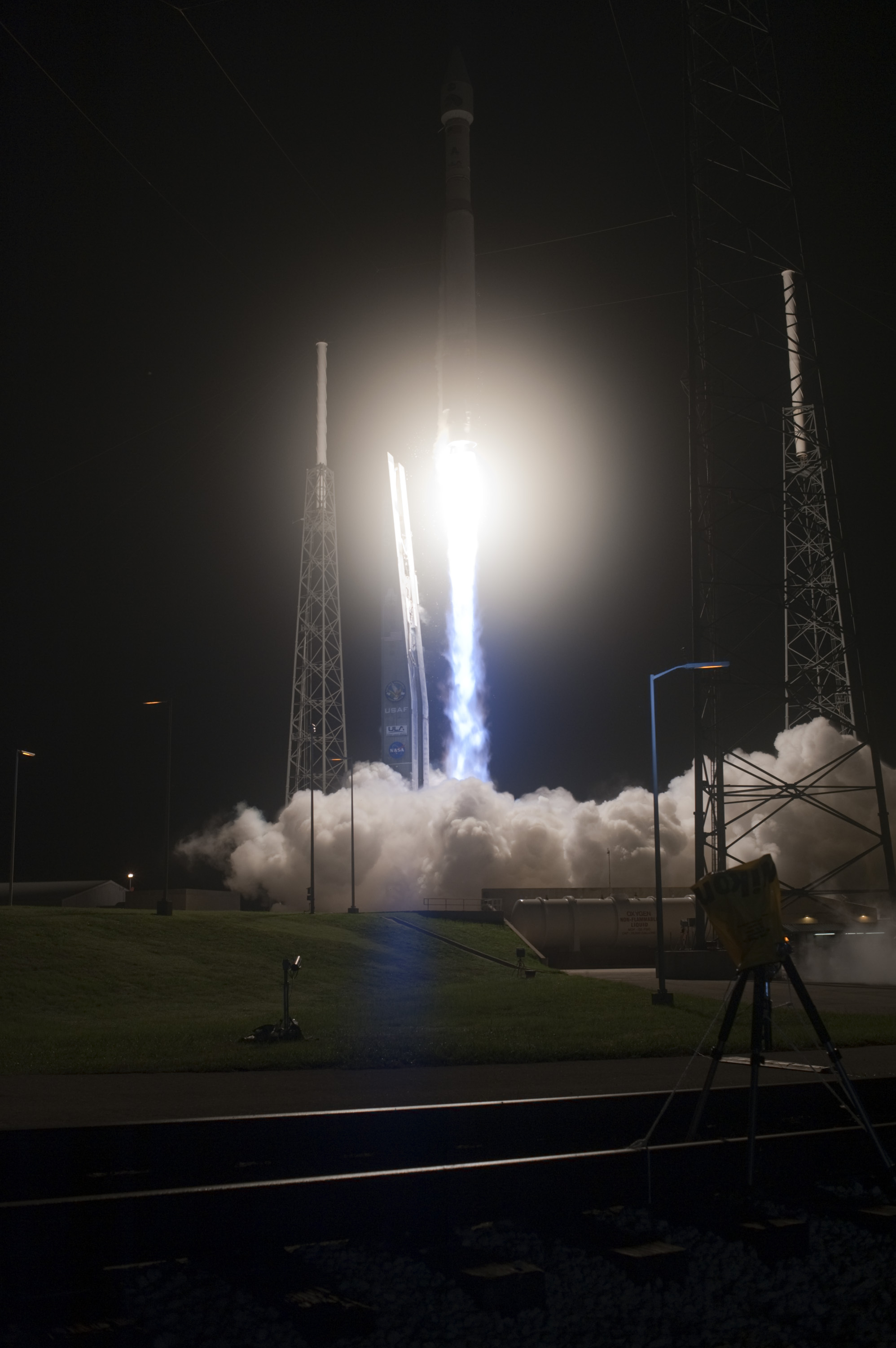 Liftoff! NASA Radiation Belt Storm Probes Launch Photos