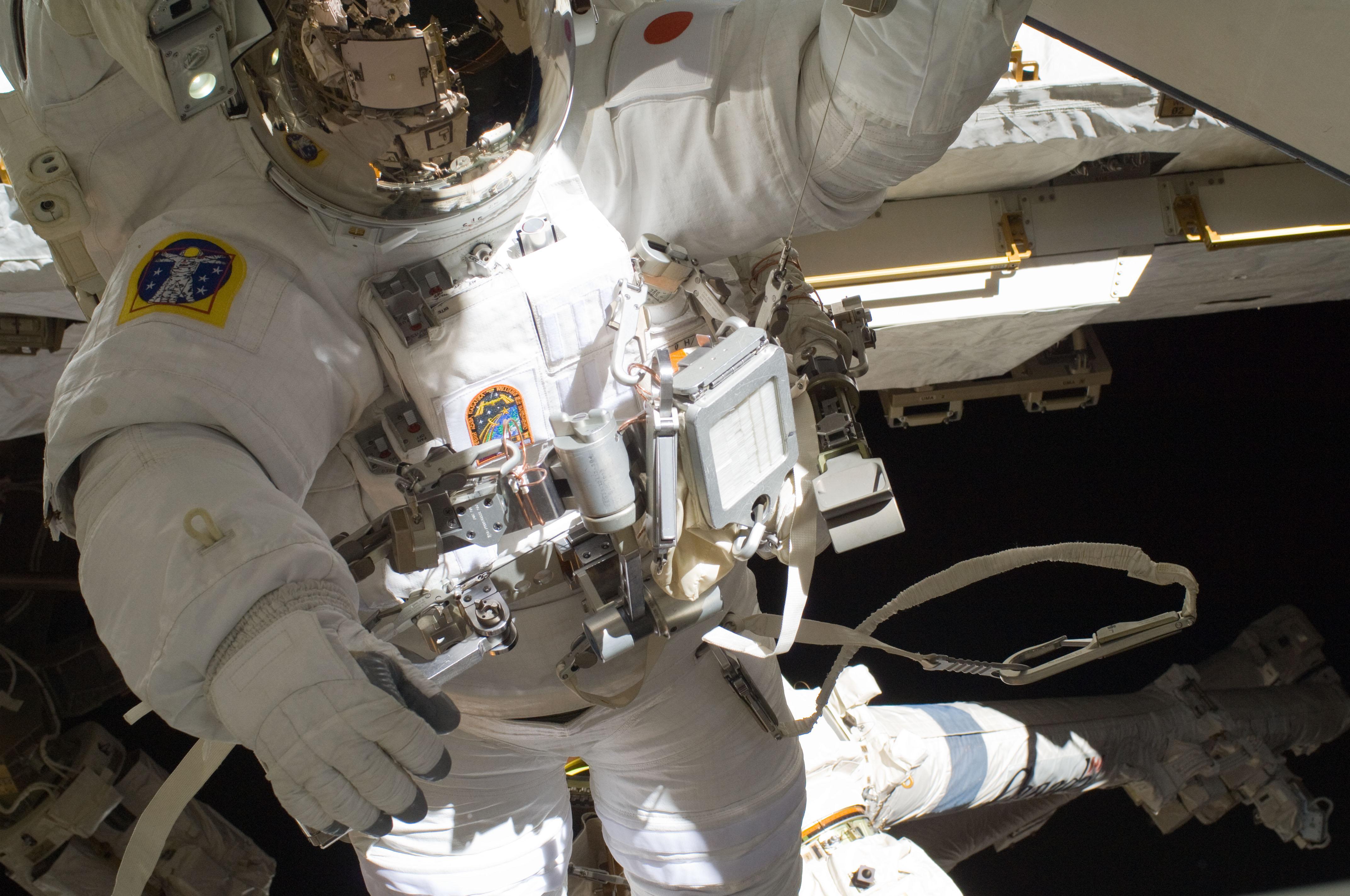 Astronaut Akihiko Hoshide Completes Spacewalk