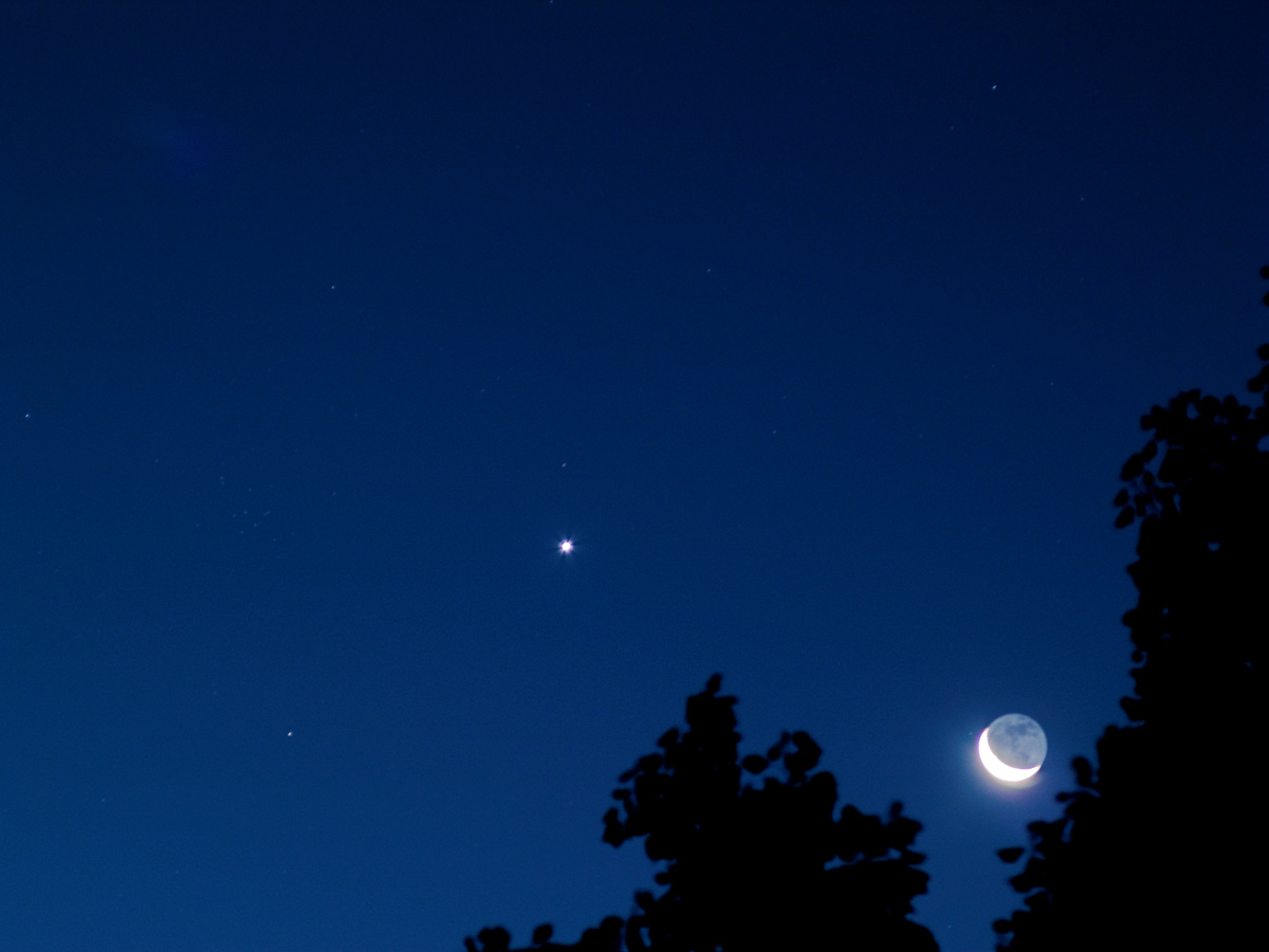 Moon, Venus and M44 Seen in Portland, Oregon