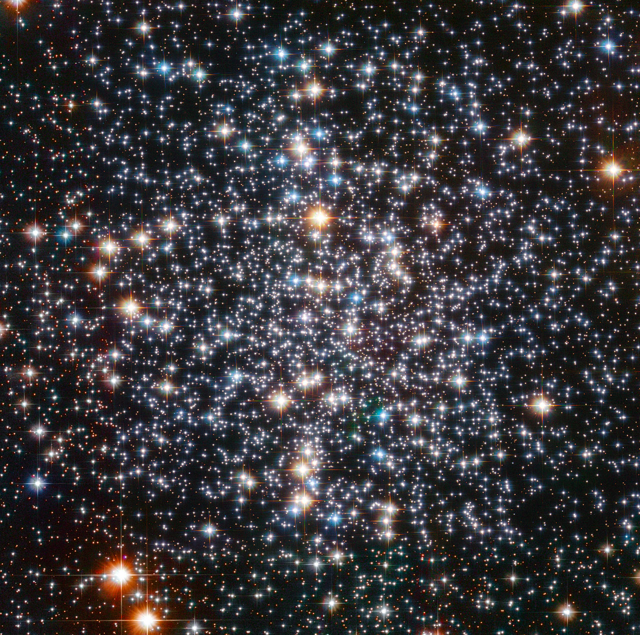 Hubble Telescope Captures Blazing Heart of Huge Star Cluster