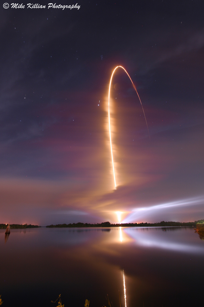 Photographer Captures Rocket Launch as Amazing Arc of Light