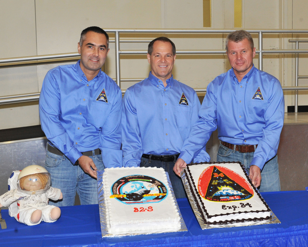 Expedition 33/34 Cake-Cutting Ceremony