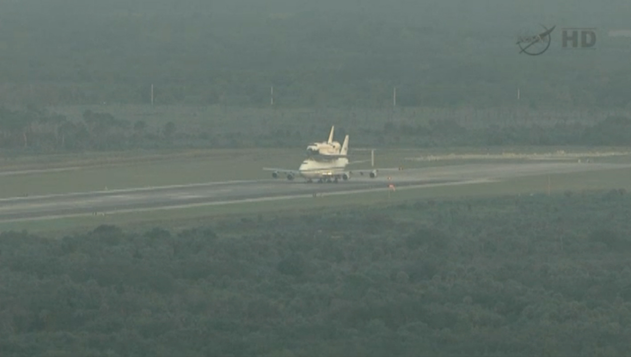 Shuttle Endeavour Taxis for Final Ferry Flight