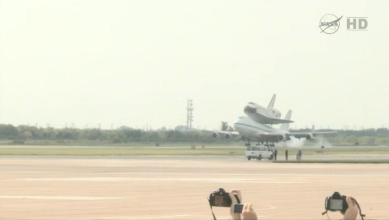 Shuttle Endeavour Lands at Ellington Field