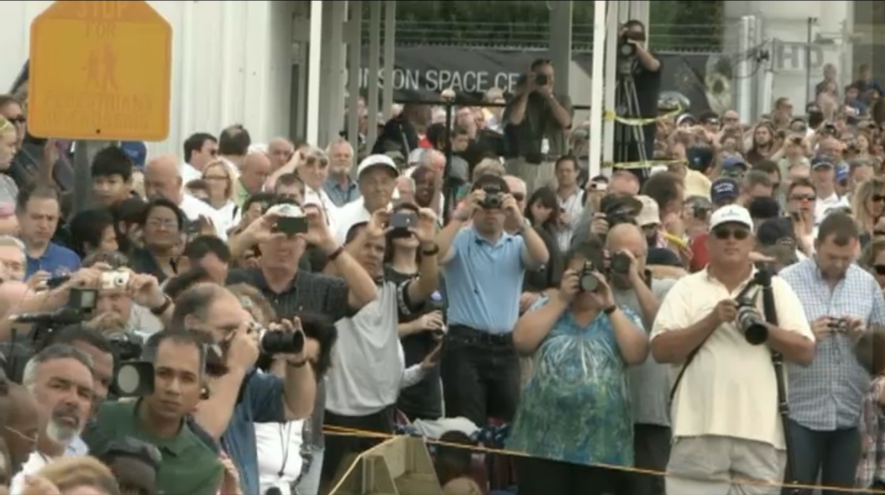 Crowd Awaits Endeavour at Johnson Space Center