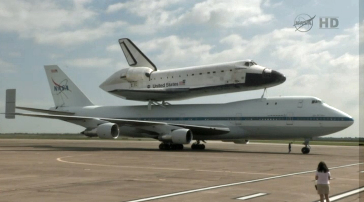 Shuttle Carrier Aircraft Stops at Ellington Field