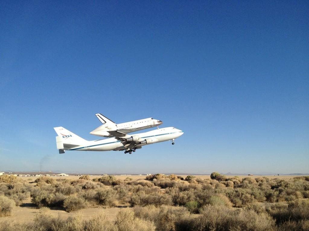 Shuttle Endeavour Takes Off on Historic California Sightseeing Flight