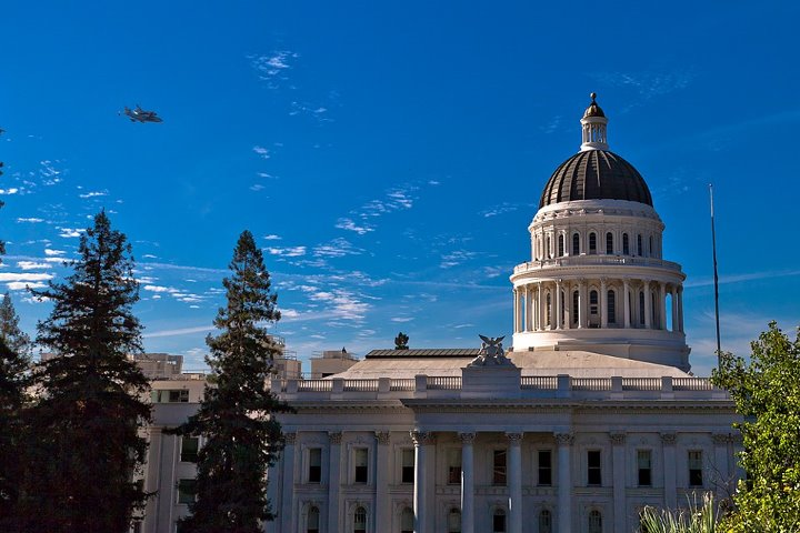 Shuttle Endeavour Over Calif. State Capitol