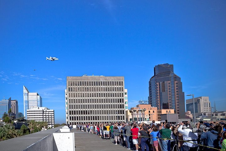 Shuttle Endeavour Over Sacramento: Crowds