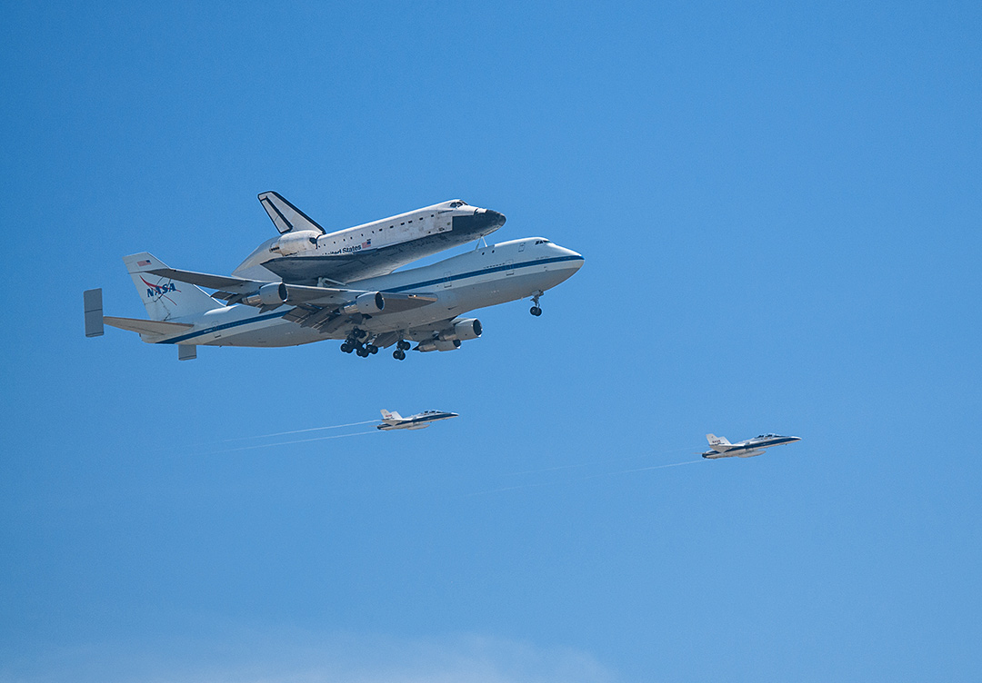 Shuttle Endeavour Seen from Inglewood, CA