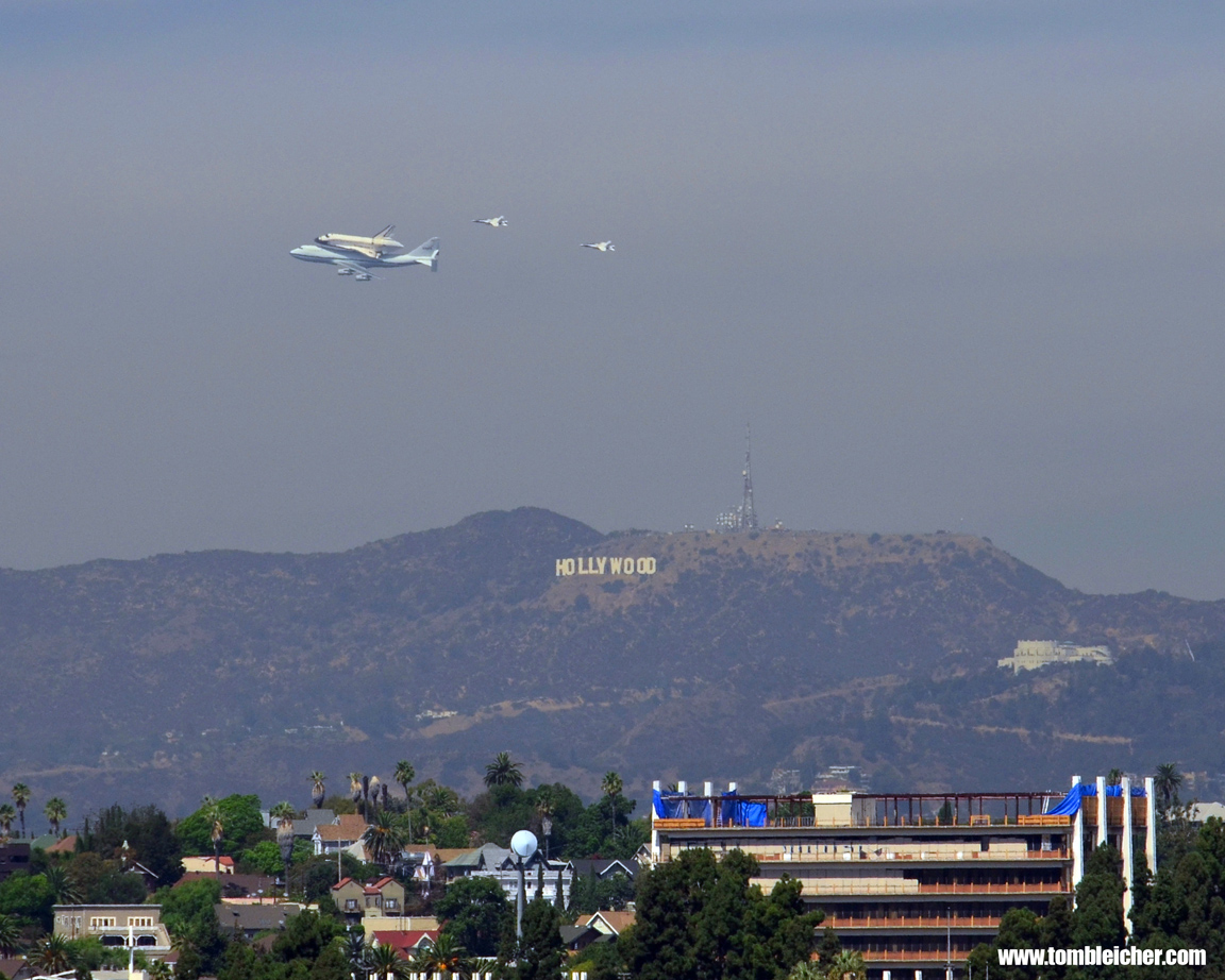 Thrilled Los Angeles Museum Welcomes Space Shuttle Endeavour