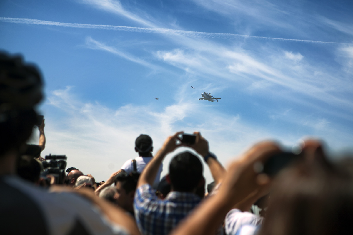 Spectators Greet Endeavour at Griffith Observatory