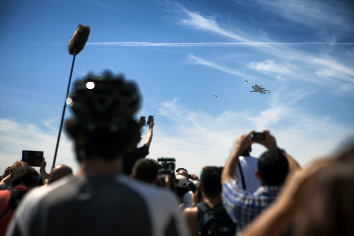 Spectators Greet Endeavour at Griffith Observatory #2