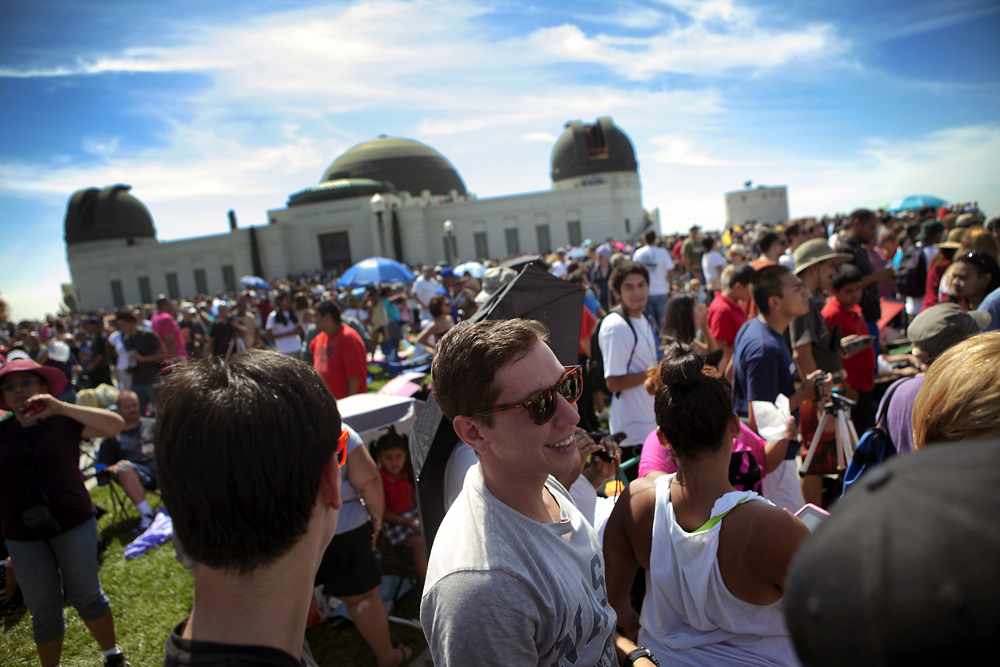 Spectators Greet Endeavour at Griffith Observatory #3