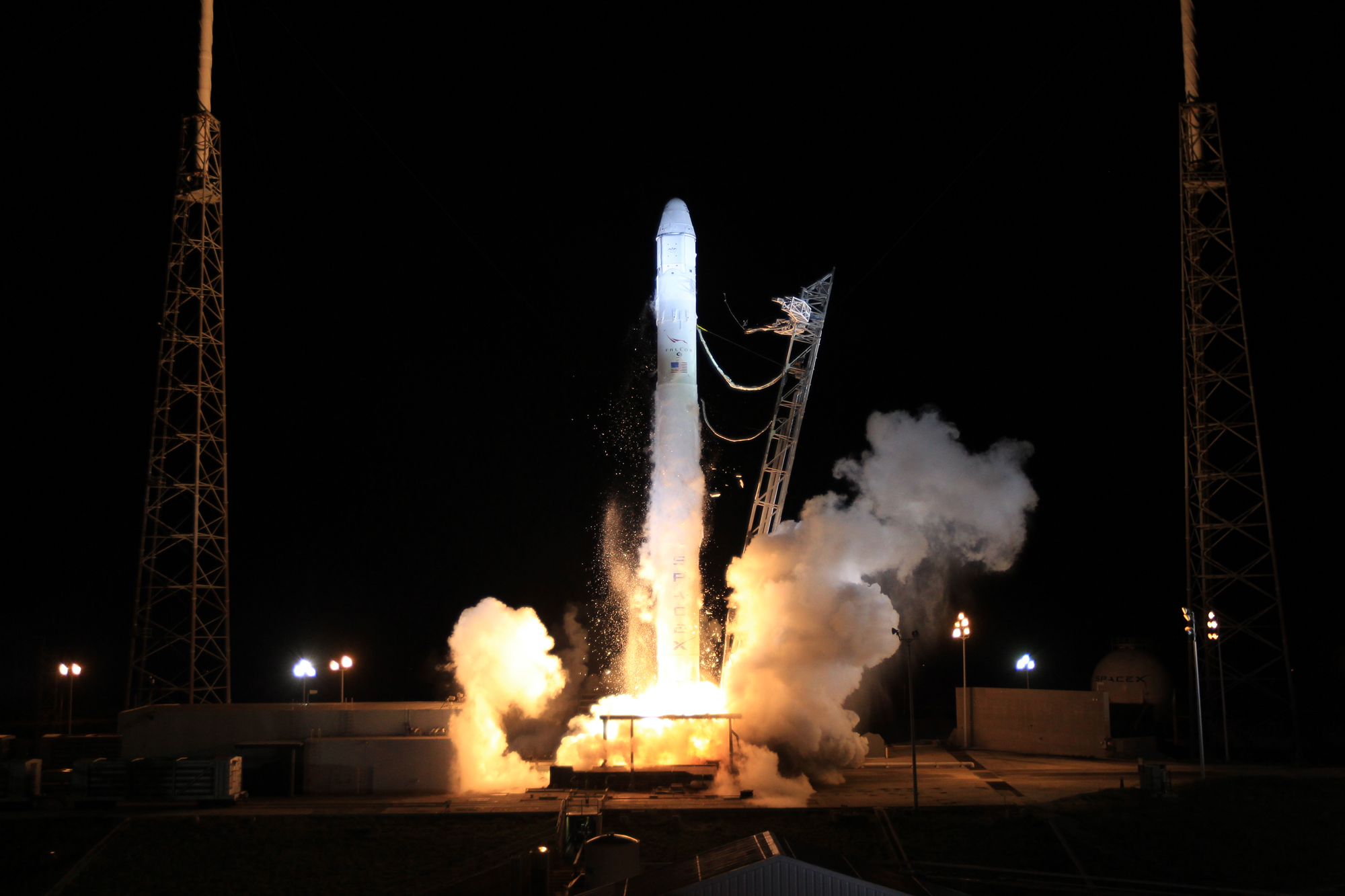 SpaceX's Dragon Capsule Rises off the Pad
