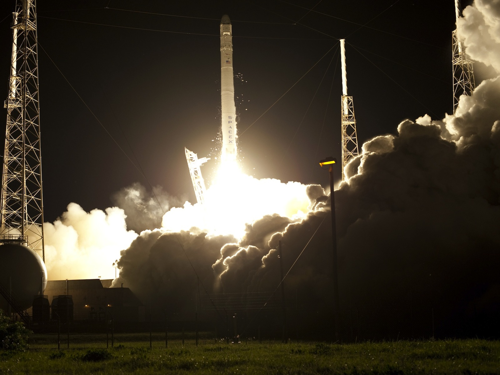 Falcon 9 and Dragon Liftoff
