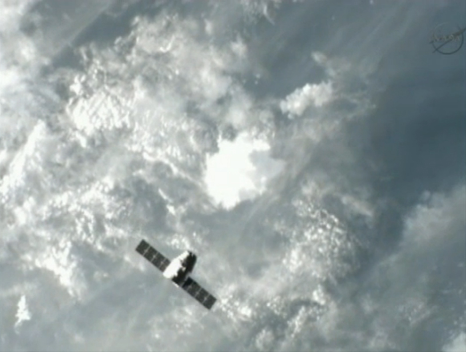 SpaceX Dragon Nears Space Station