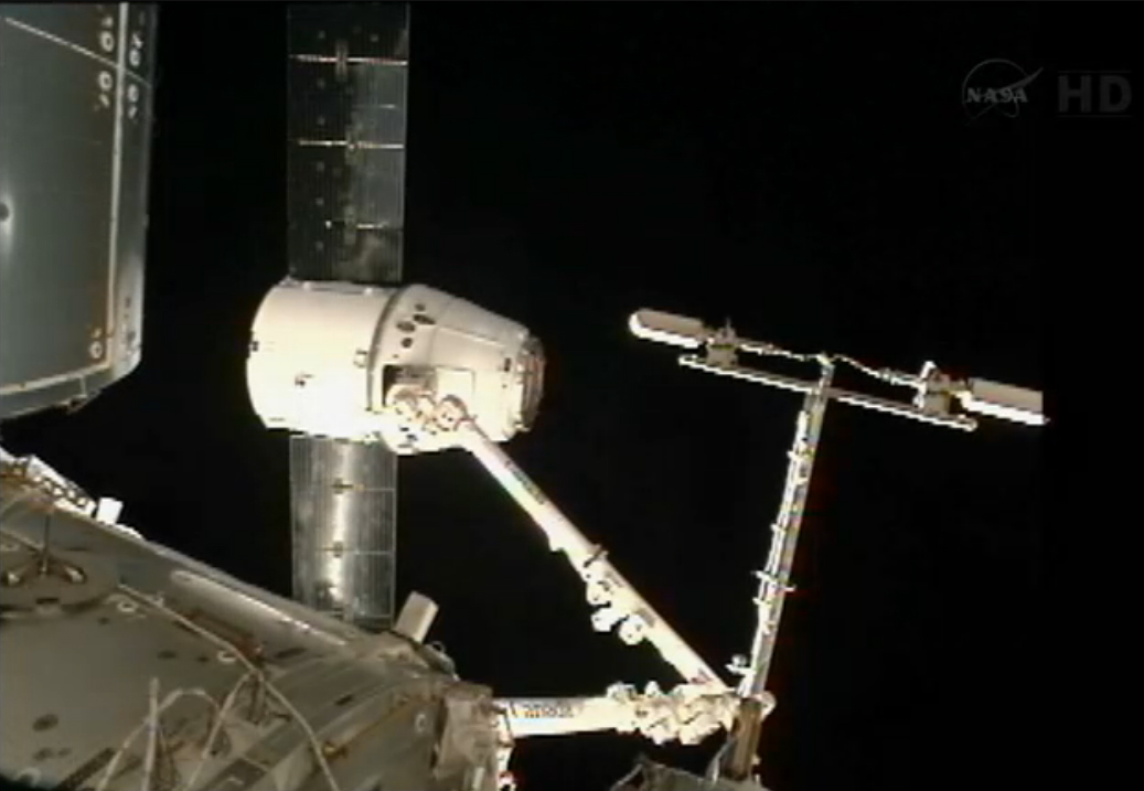 Capture! SpaceX Dragon Cargo Ship Arrives at Station