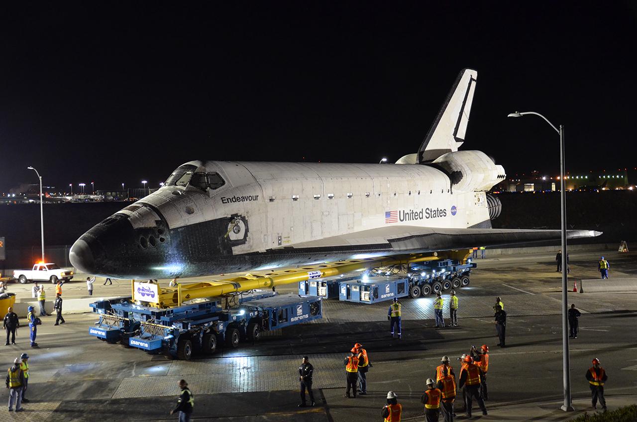 Shuttle Endeavour Begins L.A. Road Trip