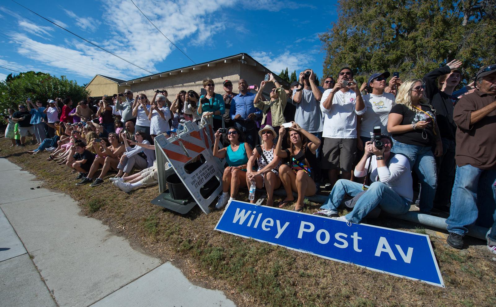 Shuttle Endeavour's L.A. Crowd
