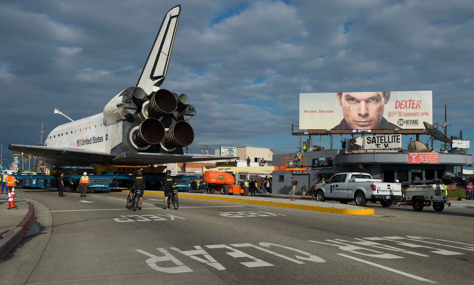 Shuttle Endeavour on L.A. Streets: Bilboards