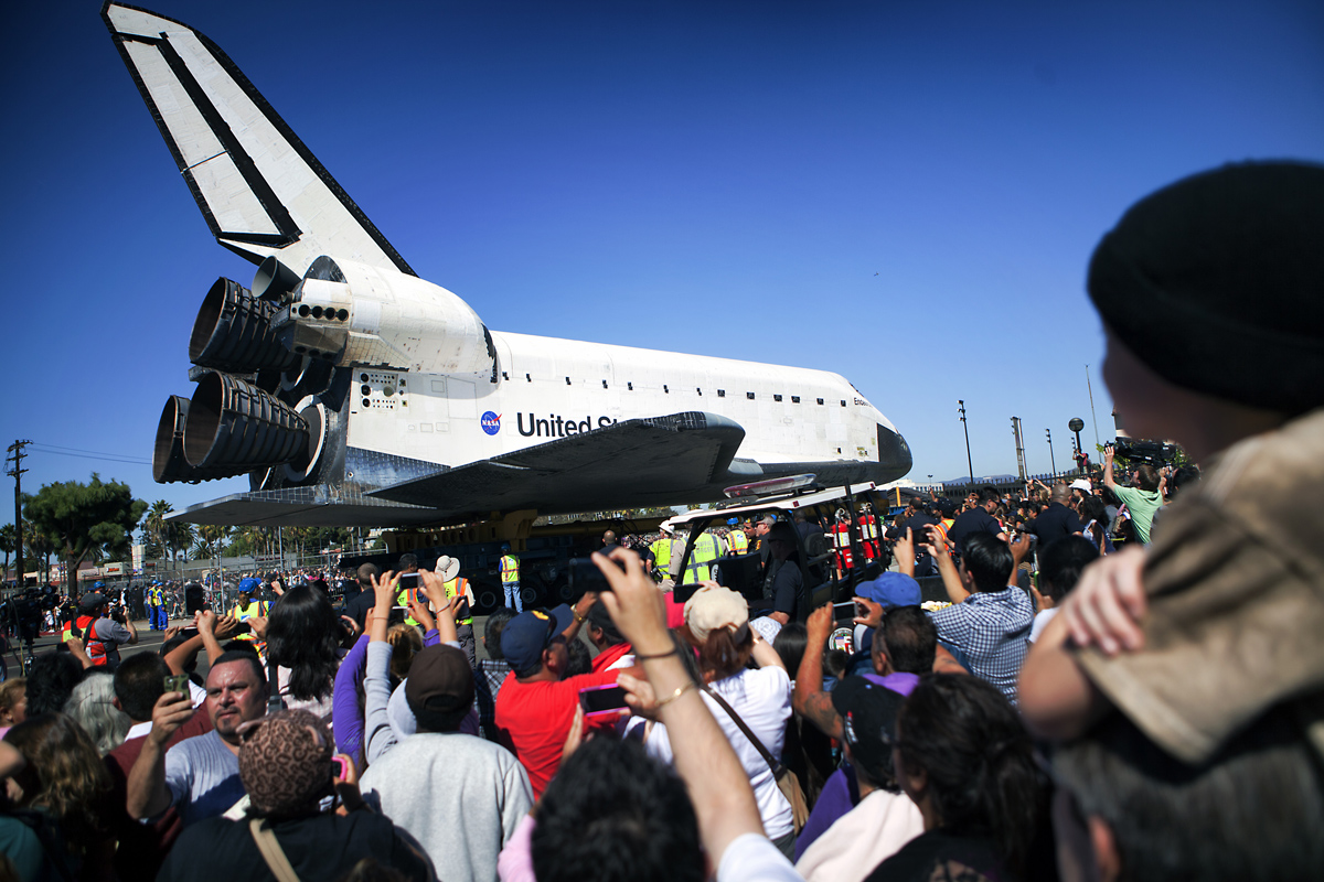 Endeavour Turns Onto Menlo Ave. #2