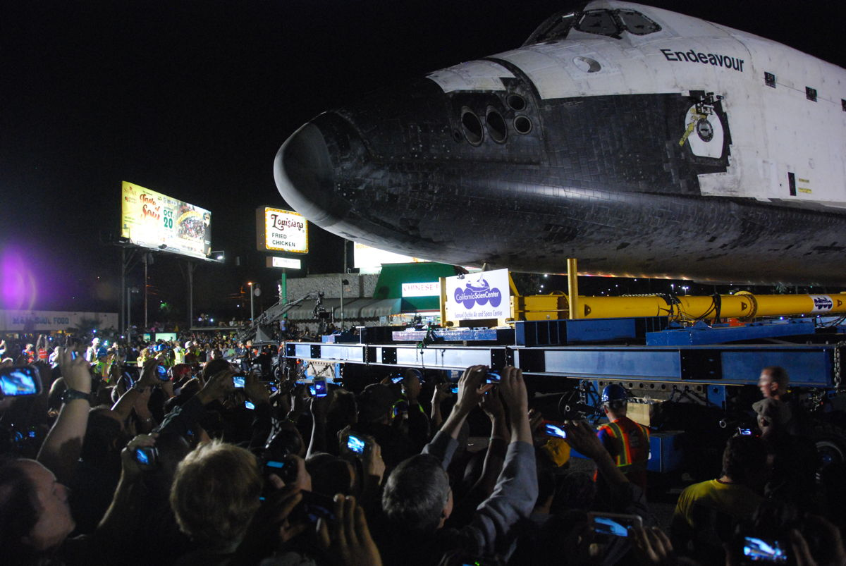 Endeavour Turns Onto MLK Blvd.