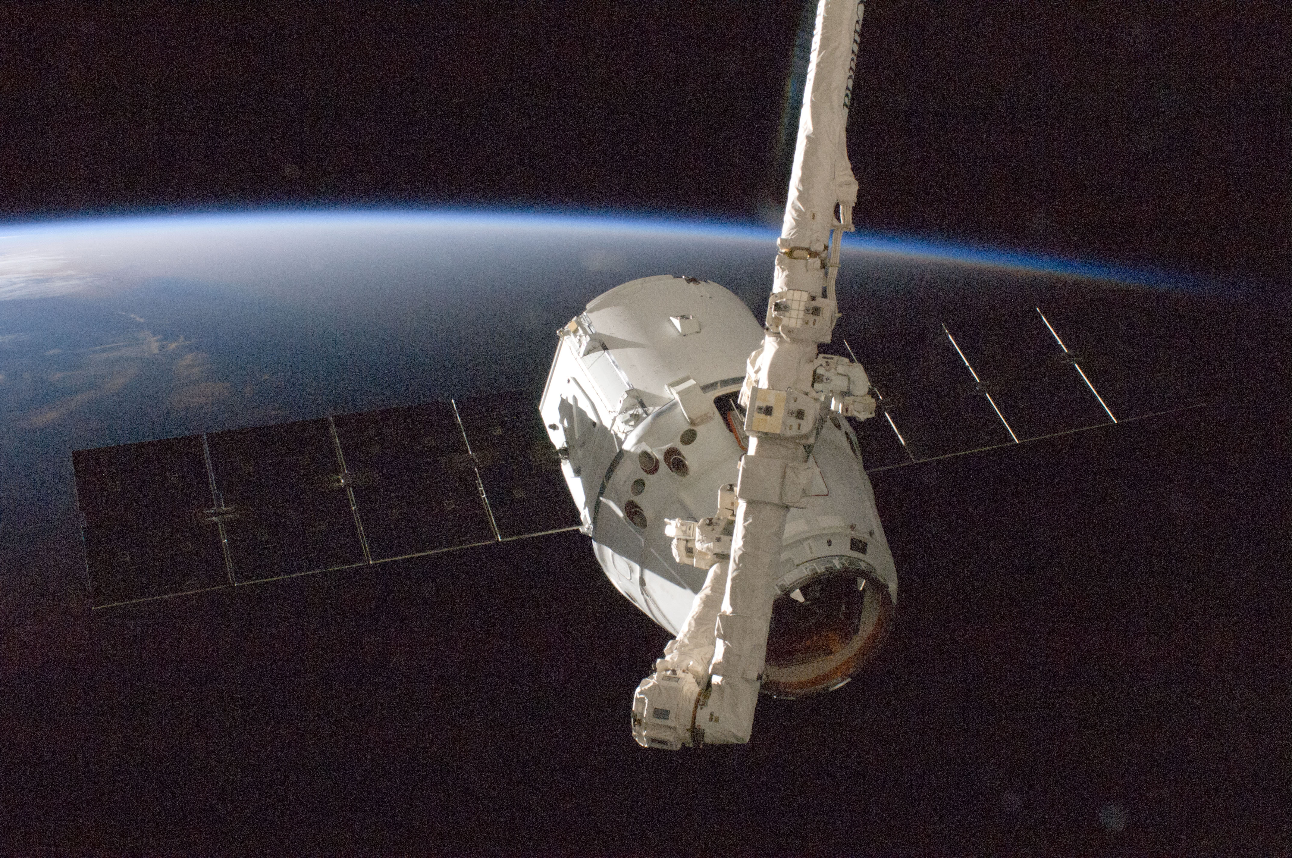 Private Space Taxi Builders On Track to Launch Astronauts Soon