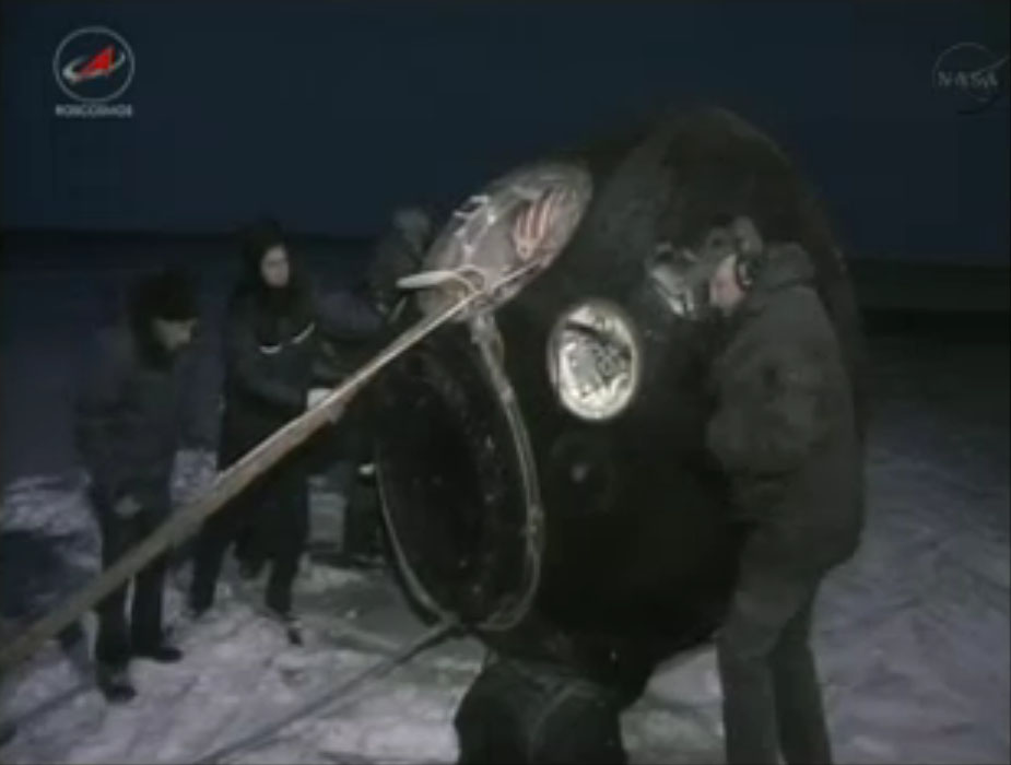 Soyuz Capsule Lands Expedition 33 Crew