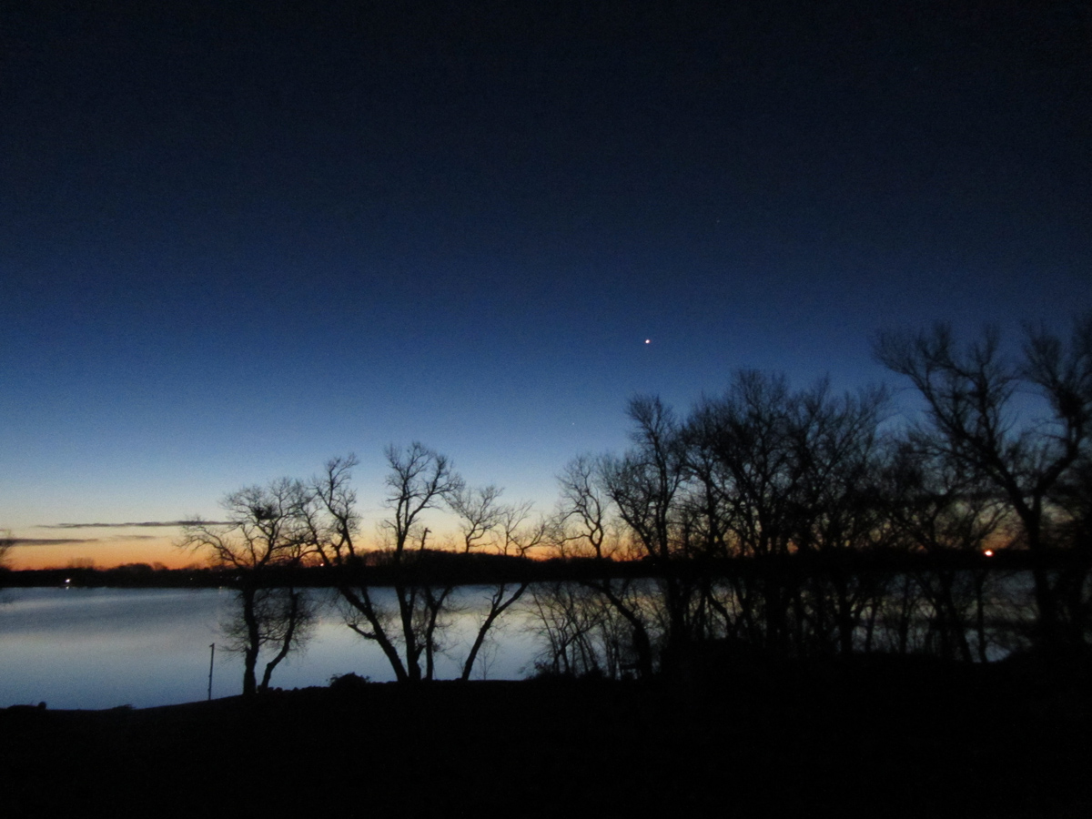 Venus and the Moon to Put On Early Morning Sky Show Tuesday