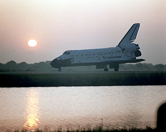 Space History Photo: STS-45 Landing