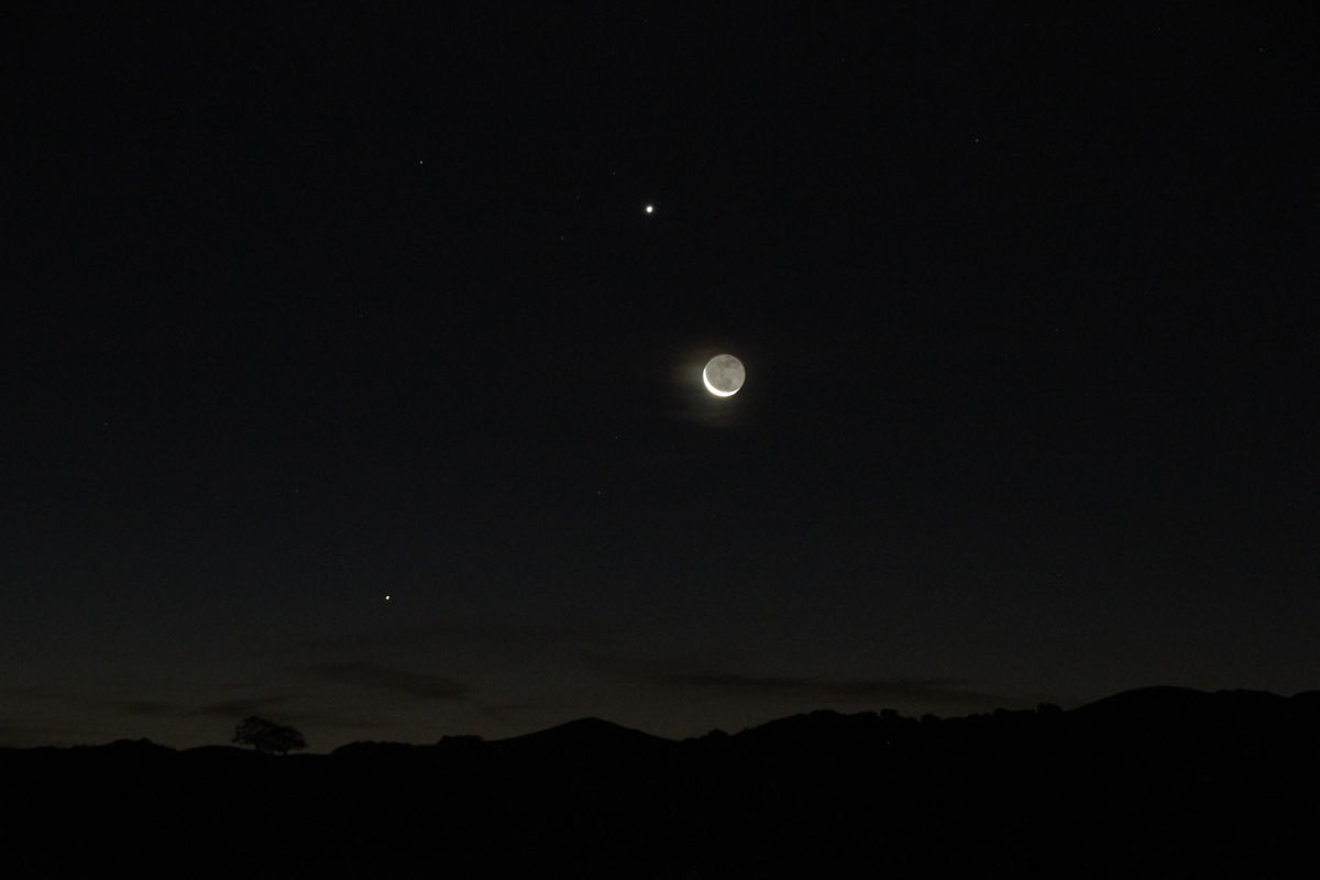 Moon and Venus Near the San Francisco Bay Area
