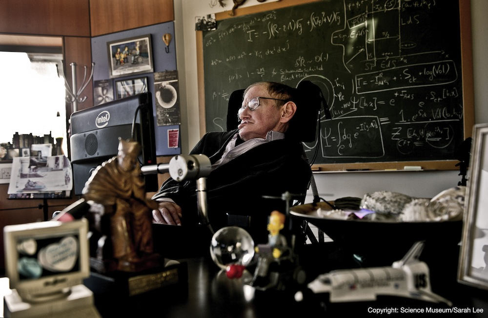 Hawking, CERN Scientists Get $3M Physics Prizes