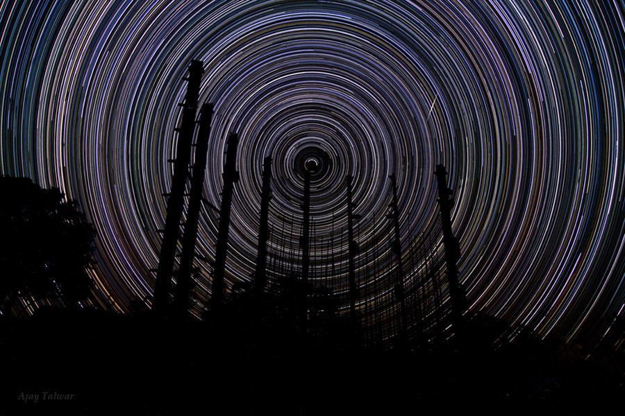 Spectacular Star Trails Arc Over Himalayan Peak (Photo)