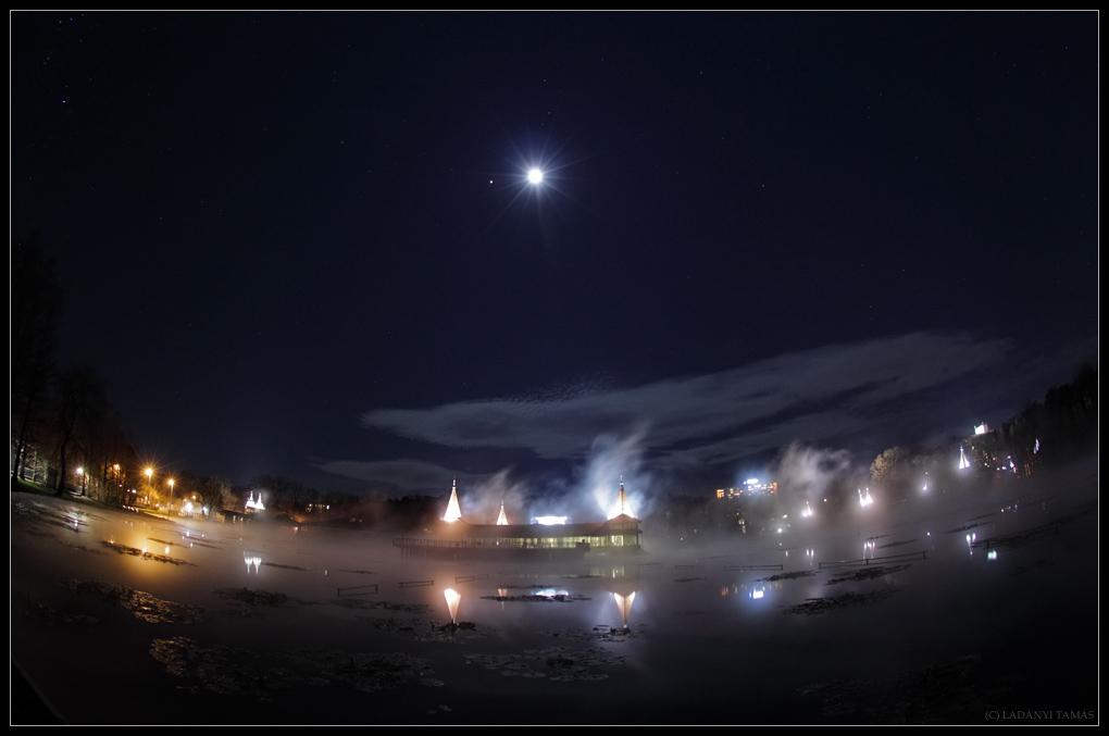 Moon and Jupiter Shine Over Hungarian Lake (Photo)