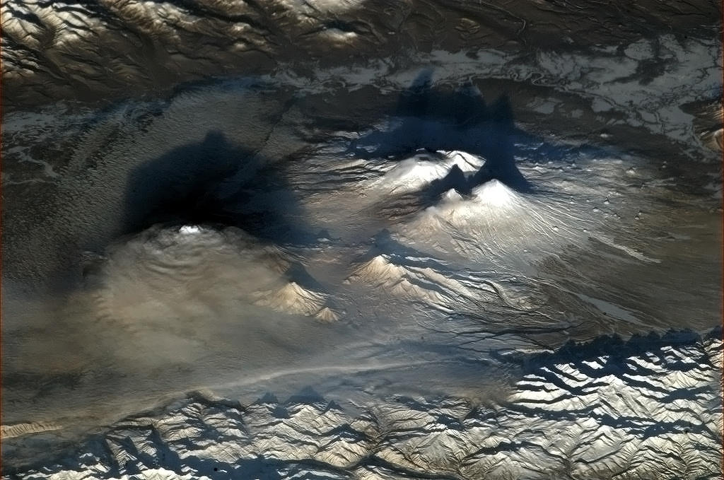Astronaut Snaps Amazing Photo of Volcanoes from Space