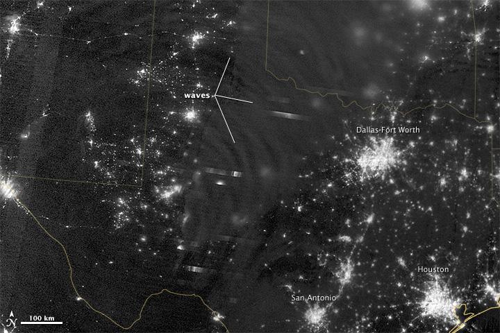 Amazing Image: Eerie Nightglow Over Texas
