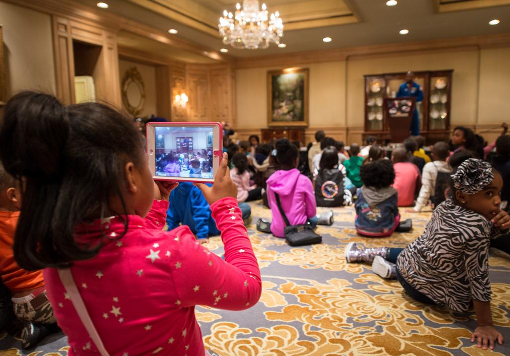 Students Listen to Astronaut Leland Melvin