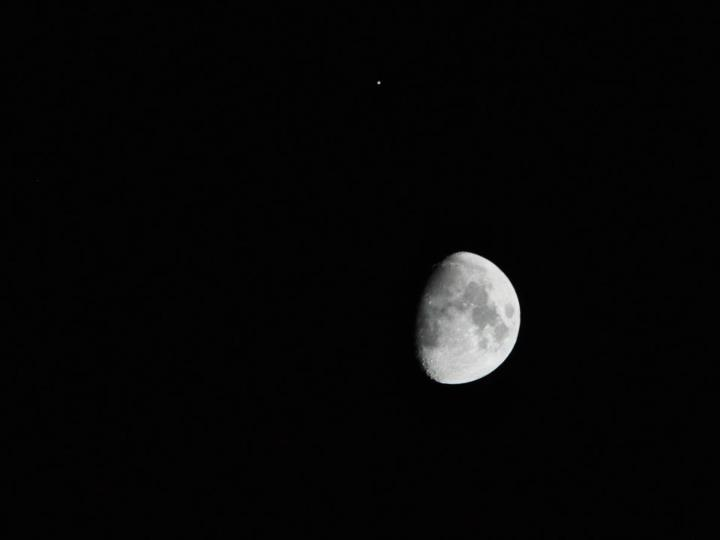 Jupiter and the Moon: Dazzling Stargazer Photos of Jan. 21 ...
