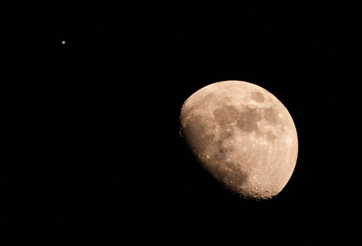 Luna and Jupiter Seen in San Diego, CA