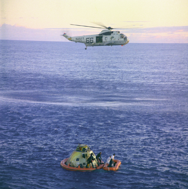 Space History Photo: Apollo 10 Helicopter Recovery