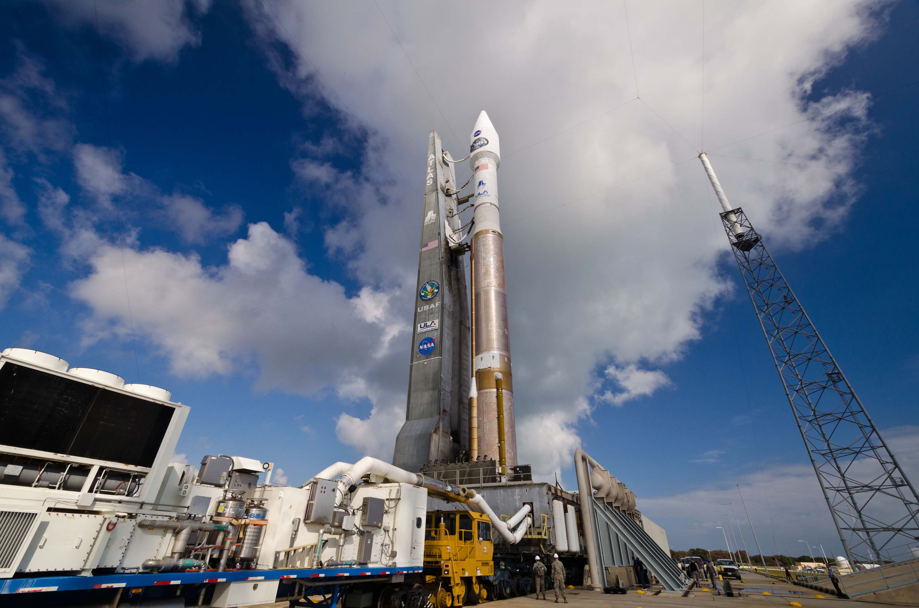 Atlas V Rolled Out to Launch Pad